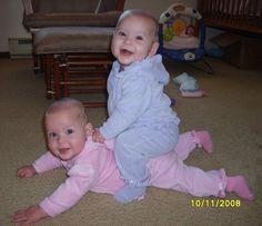 Doble cansancio ¿doble satisfacción? No te pierdas estas fotos divinas de #gemelos. @Lezeidarís Morales @BabyCenter en Español.