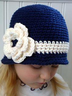 Lindo gorro ala azul marino para chica por knits4cuties en Etsy