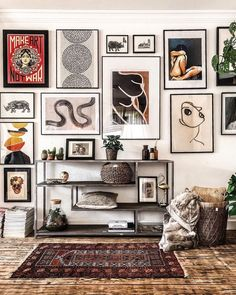 """""""I'm figuring out art for a few spaces and 's gallery wall is beyond 💣 for ideas. Such good midweek inspo from this shot ✖…"""" Gallery Wall Bedroom, Bedroom Wall, Bedroom Decor, Wall Decor, Gallery Walls, Gallery Wall Art, Eclectic Gallery Wall, Eclectic Decor, Master Bedroom"""
