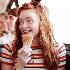 Fremde Dinge Mad Max Sadie Sink Staffel 3 Eis Fremder - New Ideas Stranger Things Netflix, Stranger Things Tumblr, Stranger Things Quote, Stranger Things Aesthetic, Stranger Things Season 3, Mad Max, The Americans, Sadie Sink, Millie Bobby Brown