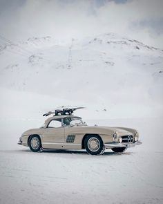 #cars #white #snow #winter #vacation #classic #vintage #collection #mercedes ✔️ Daimler Ag, Daimler Benz, St Moritz, Florida Woman, Diy Home Accessories, Mercedes Benz Cars, Love Car, Car Brands, Dog Grooming