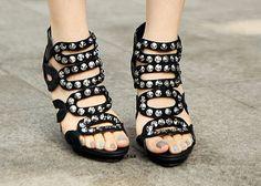 Black heels Well pedicure