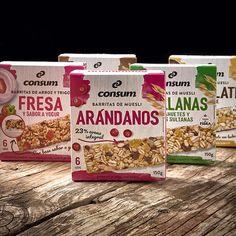 Para este proyecto de familia de packaging se buscaba una imagen más actual, que se desmarcase un poco del mundo del snack, para acercarse a una imagen de producto más saludable. Se usaron texturas de madera, trazos de acuarela y productos naturales, que arropan la fotografía del producto.  Cliente: Consum Supermercados. Fotografías: Artero Fotógrafos. Snack, Bread, Food, World, Muesli Bars, Yogurt, Rice, Healthy, Studio
