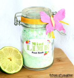 Echoes of Laughter: Mint Lime Foot Soak +Free Printable {Gift Idea} Homemade Mothers Day Gifts, Homemade Christmas Gifts, Homemade Gifts, Mother Day Gifts, Diy Gifts, Gift Crafts, Diy Presents, Homemade Products, Diy Products