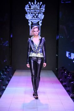 On Aura Tout Vu #Fashion Week#San Jose#2013#Yassen Samouilov #Livia Stoianova# Runway Photos by Juan Caliva #fashion#Mode#Couture#On Aura Tout Vu#Runway#Beetle wings#Sternosera#Costa Rica#Models#News.