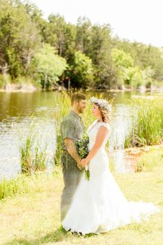 Grieving Bride Takes Photos In Wedding Dress After Fiance's Sudden Death | HuffPost