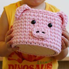 Дорогие мои!!! Новый год всё ближе. Открыта запись на свинок на декабрь. Заказы из других городов принимаю до 15 декабря😉 #вязанаякорзинка… Crochet Cup Cozy, Crochet Box, Crochet Basket Pattern, Crochet Squares, Knit Crochet, Loom Knitting, Knitting Patterns, Crochet Patterns, Hello Kitty Purse