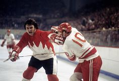 Great Hockey Photos You've Just Seen for the First Time! Ice Hockey Players, Women's Hockey, Hockey Games, Hockey Stuff, Brad Park, Canada Cup, Hockey Hall Of Fame, Summit Series, Boston Sports