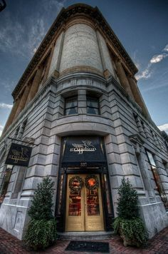 Gryphon Tea Room at the Savannah College of Art & Design. Stunning inside & out. Photo courtesy Nathan Slabaugh/Flickr.