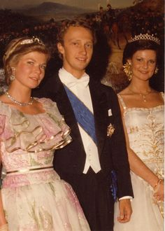 Princess Marie-Astrid, Archduke Carl Christian of Austria, and Princess Margaretha of Luxembourg Royal Tiaras, Royal Jewels, Tiaras And Crowns, Crown Jewels, Nassau, Maria Teresa, Marriage Dress, Real Princess, Casa Real