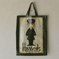 送料無料 格式高きドアマンをモチーフにした廃盤デザインが魅力的 イギリスharrodsハロッズ トートバッグ かばん エコバック Harrodsbag 英国ヴィンテージ家具 British Vintage デザイン 廃盤 ハロッズ