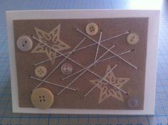 Weihnachtskarte mit Pappkarton, Schnur und Knöpfen
