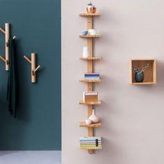 Leuke plankenkast voor in je woning. Het materiaal bestaat uit een hoge kwaliteit bamboe. Het heeft 7 planken dus genoeg ruimte om je kleine spullen en boeken op te bergen. Large Wall Shelves, Corner Shelves, Floating Shelves, Design Shop, Wall Design, Bamboo Wall, Wall Racks, Plank, Designer