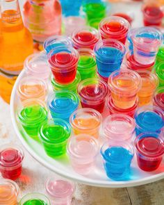 These easy jello shots with Seagram's Escapes are endlessly customizable for your next tailgate! Easy Jello Shots, Jello Shot Recipes, Party Recipes, Party Drinks, Cocktail Drinks, Alcoholic Drinks, Beverages, Mix Drinks, Nye Party