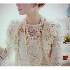 pearls + lace = amazing combo