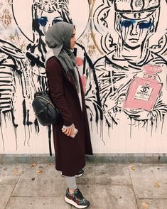 Image shared by Find images and videos about fashion, beauty and islam on We Heart It - the app to get lost in what you love. Arab Fashion, Islamic Fashion, Muslim Fashion, Modest Fashion, Girl Fashion, Fashion Outfits, Alexandra Golovkova, Casual Hijab Outfit, Modest Wear