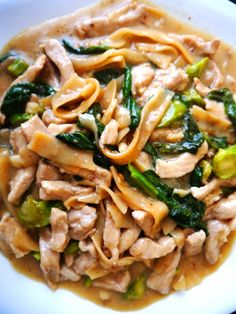 Rad Na Moo: Pork with Chinese Broccoli over noodles! Such heart-warming Thai food, and easy to make!