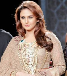My mother is very fond of jewellery: Huma Qureshi Huma Qureshi Hot, Beautiful Girl Photo, Beautiful Bollywood Actress, India Beauty, Indian Girls, Indian Actresses, Girl Photos, Blouse Designs, Blouses For Women