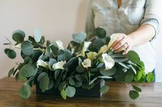 How to DIY a minimal wedding table centerpiece with maximum impact from only two floral ingredients: Eucalyptus & Calla Lilies. More