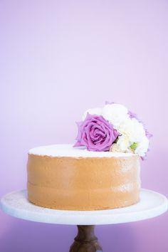 Bolo Bem Casado - sponge cake with dulce de leche filling Afternoon Tea, American Cafe, Cupcake Cakes, Cupcakes, Sponge Cake, Food Design, Amazing Cakes, Vanilla Cake, Cake Toppers