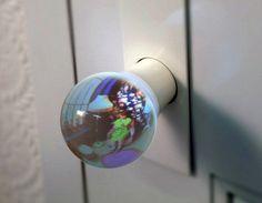 ドアの向こうが見えるドアノブ。 A Room in the Glass Globe