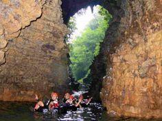 Menyelami Indahnya Cave Tubing di Kalisuci