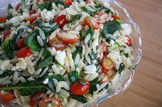 Orzo Salad with Spinach, Tomato, Feta. Very tasty and healthy. Made for dinner tonight. Nice compliment to Island Pork. I did chill it. of Feta was enough for us. Vegetarian Recipes, Cooking Recipes, Healthy Recipes, Green Vegetarian, Cooking Stuff, Skinny Recipes, Snack Recipes, Feta, Orzo Salat