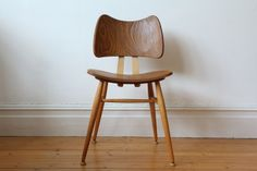 The Ercol butterfly chair designed by Lucian Ercolani with its clean simple lines and Scandinavian style is still as popular today as it was when first launched in 1956. It is the most iconic of the Ercol chairs. The design of the chairs means they are very comfortable! The chair has been in one family …