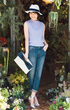 シンプルなノースリーブニットは、どんなアイテムとも合う万能アイテム!今季はダスティなパステルカラーを選ぶのが可愛い♡ラベンダーなら程よく大人な甘めスタイルが実現可能♪佐々木希の着こなしをお手本に、誰よりも可愛くなっちゃおう!