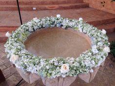 Pila de Bautizo #bautizo #floraldecor #aleli #roses Flowers: @shopfloristeria