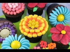 Easy Flower Cupcakes - Candy Flowers w/ NO Fancy cutters! | My Cupcake Addiction. Link download: http://www.getlinkyoutube.com/watch?v=9tN6UF9SvKs