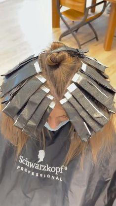Blonde Foils, Hair Foils, Hair Cutting Techniques, Hair Color Techniques, Color Highlights, Blonde Highlights, Hair Color Placement, Redken Hair Products, Hair Junkie