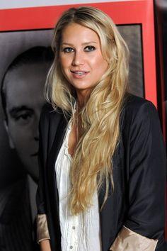 Anna Kournikovas super long hairstyle