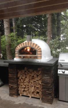 DESIGN: Wood-Burning Outdoor Pizza Ovens – ARTS&FOOD® Backyard Patio, Backyard Landscaping, Backyard Ideas, Patio Ideas, Patio Grill, Grill Oven, Wedding Backyard, Landscaping Ideas, Cheap Fire Pit