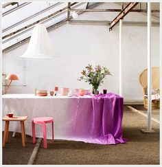 Purple ombre table
