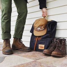 Sock Shoes, Shoe Boots, Dark Green Pants, Red Wing Iron Ranger, Red Wing Boots, Mens Boots Fashion, Cooler Look, Komplette Outfits, Boot Outfits