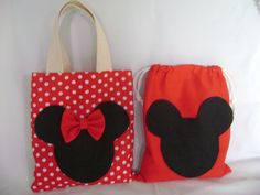 sacola minnie e Mickey em tecido.  tamanho 30 x 30 cm    pedido mínimo de 12 unidades R$ 12,00 Mickey E Minnie Mouse, Fiesta Mickey Mouse, Miki Mouse, Pencil Bags, Creation Couture, Tote Backpack, Patchwork Bags, Disney Crafts, Kids Bags