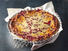 lingonberry pie with cardamom Finnish Recipes, Sweet Pie, Donuts, Macaroni And Cheese, Sweet Treats, Food And Drink, Cooking Recipes, Sweets, Finland
