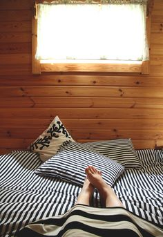 marimekko lakanat mokki juhannus hunaja Finland Red Cottage, Marimekko, Country Life, Simple Style, Perfect Place, Home Furnishings, Printing On Fabric, Building A House, Relax
