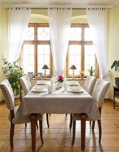 Jedáleň    #jedalen#prestieranie#zavesy#natur#vidiecky#vintage Dining Table, Table Decorations, Room, Furniture, Vintage, Home Decor, Bedroom, Decoration Home, Room Decor