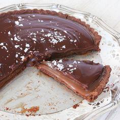 Ljuvlig chokladpaj med en superhärlig kolakräm, täckt med krämig chokladganache! Vilken dröm!!!
