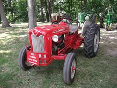 1958 Ford 661 WorkMaster tractor Antique Tractors, Vintage Tractors, Vintage Farm, Classic Tractor, 4h Fair, Farm Boys, Ford Tractors, Old Farm Equipment, Old Fords