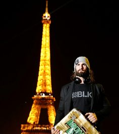 Oh the beautiful Eiffel tower of France.. and Seth Rollins