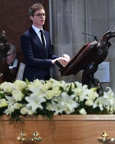 "4,532 Likes, 38 Comments - Eddie Redmayne ❤️ (@amazingeddieredmayne) on Instagram: ""Stephen Hawking's funeral was held in Cambridge today. Eddie who played him in ""The Theory of…"""