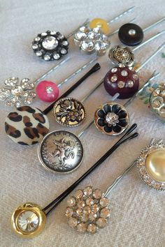 Attach unique buttons or clip on earrings to bobby pins and elastic ponytail holders to create beautiful hair decorations for just pennies—turning old buttons and costume jewelry into hair decorations is THAT easy. Jewelry Tags, Bridal Jewelry, Beaded Jewelry, Silver Jewelry, Silver Ring, Metal Jewelry, Silver Earrings, Silver Bracelets, Engagement Jewellery