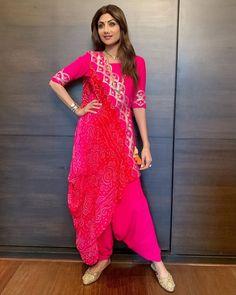 Looks To Steal From Ganesh Chaturthi Celebration Of Bollywood Celebs Patiala Suit Designs, Kurta Designs, Saree Blouse Designs, Mehndi Designs, Nail Designs, Ethnic Wear Designer, Indian Designer Outfits, Designer Dresses, Designer Sarees