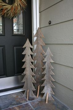 Here are the best Wooden Christmas Decor Ideas. These Wooden Christmas Crafts, Christmas Trees & ornament are perfect for rustic & farmhouse Christmas decor Wooden Christmas Trees, Wooden Tree, Noel Christmas, Primitive Christmas, Outdoor Christmas, Wooden Diy, Rustic Christmas, Winter Christmas, Outdoor Wooden Christmas Decorations