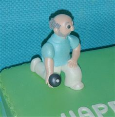 lawn bowling cake topper - Google Search Sport Cakes, Bowl Cake, Bowling, Birthday Cakes, Cake Ideas, Cake Toppers, Fondant, Lawn, Decorations