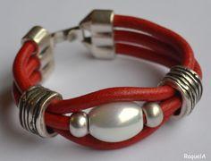 PULA67Pulsera 3v roja cuero 5mm perla ovalada  15,00 €