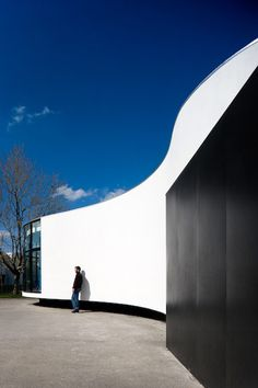 Canteen at primary school no1 by Cadilhe & Fontoura